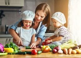 Храни за детето, За Семейството и Децата, Zdravoslovno-Hranene-Izgragdane-Navici-pri-Decata-YuppieEdu